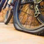 Czy warto wozić ze sobą pompkę rowerową?