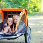 Czy  przyczepka rowerowa dla dziecka jest bezpieczna. Co mówi prawo?