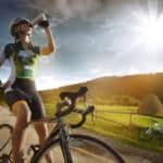 Odwodnienie na rowerze. Jak często pić w czasie jazdy rowerem