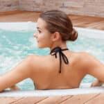 Jacuzzi i właściwości dla naszego zdrowia. Jakie efekty daje masaż wodny?