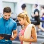 Dlaczego warto trenować ze skakanką? Porady i przykładowe ćwiczenia