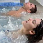 Jacuzzi: Jakie są przeciwskazania i jak długo można delektować się kąpielą?