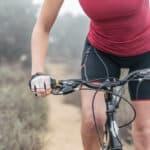 Czy pod spodenki rowerowe z wkładką zakłada się bieliznę? Rozprawka o majtkach