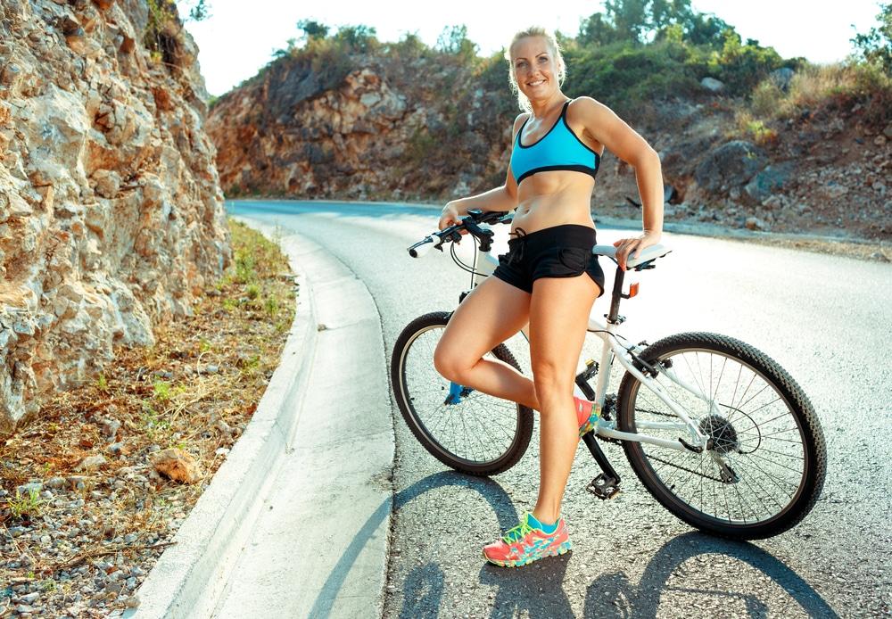 Rower stacjonarny pomaga wypracować kondycję, wysmuklić sylwetkę i zgubić zbędne kilogramy