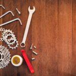 Dętka, klucze, łyżki...: Jakie narzędzia zabrać ze sobą na rower