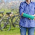 Usuwanie śrub z kości czyli zabieg usunięcia zespolenia: Czy ten zabieg boli? Ile trwa rehabilitacja?