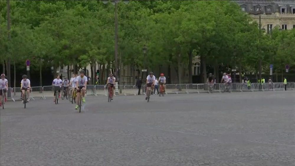 13166316-slynny-plac-charlesa-de-gaulle-a-zostal-opanowany-przez-rowerzystow-olimpiada-w-2024-roku-w-wielkim-stopniu-zmienilaby-nasze-miasto-0s