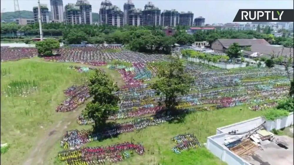 13174268-w-chinach-powstala-kolorowa-mozaika-zlozona-z-ponad-80-tys-rowerow-0s