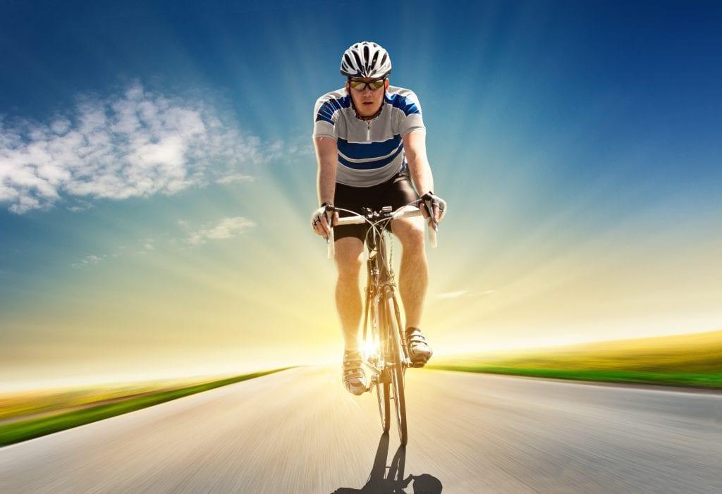 Proste łokcie są ok, ale podczas przejażdżki. W trakcie jazdy treningowej i z wysokimi prędkościami tracisz sporo energii i dodatkowo obciążasz stawy.