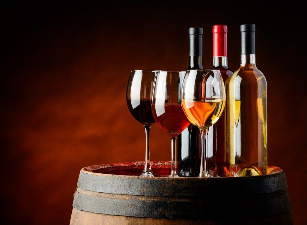 Czy wino tuczy? Ile wino ma kalorii? Lepsze czerwone czy białe?
